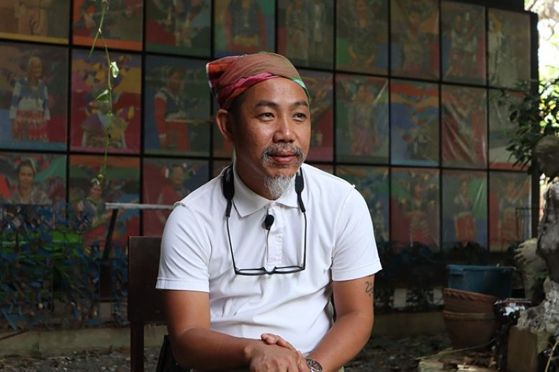 """DAVAO. In photo is renowned Mindanao artist Rey Mudjahid """"Kublai"""" Millan who led the Mindanao Art Fair, Exhibit, and Conference (Mindanao Art 2020), one of the biggest art events in Southeast Asia. (Contributed photo)"""