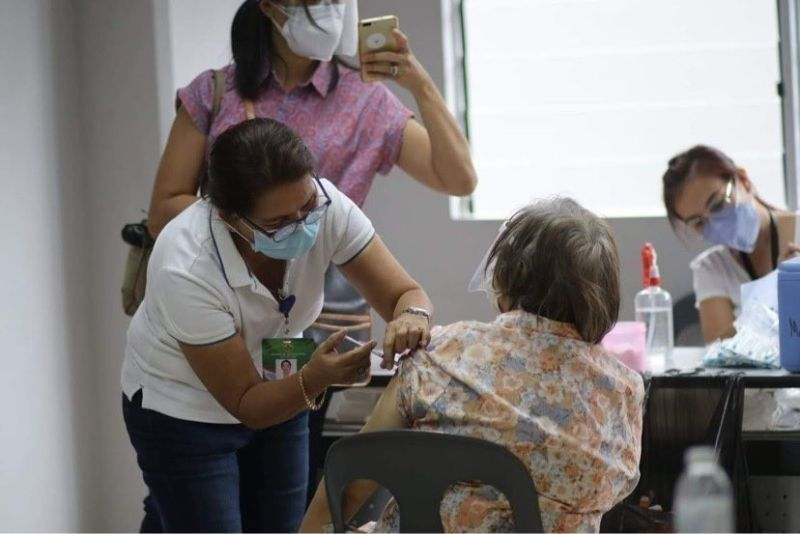 2 metro cities to resume vaccination of seniors. (File photo)
