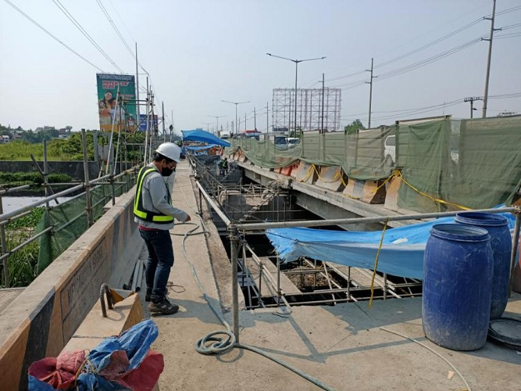 BRIDGE REHAB WORKS. Ongoing rehabilitation works at the NLEX Meycauyan bridge. (Contributed photo)