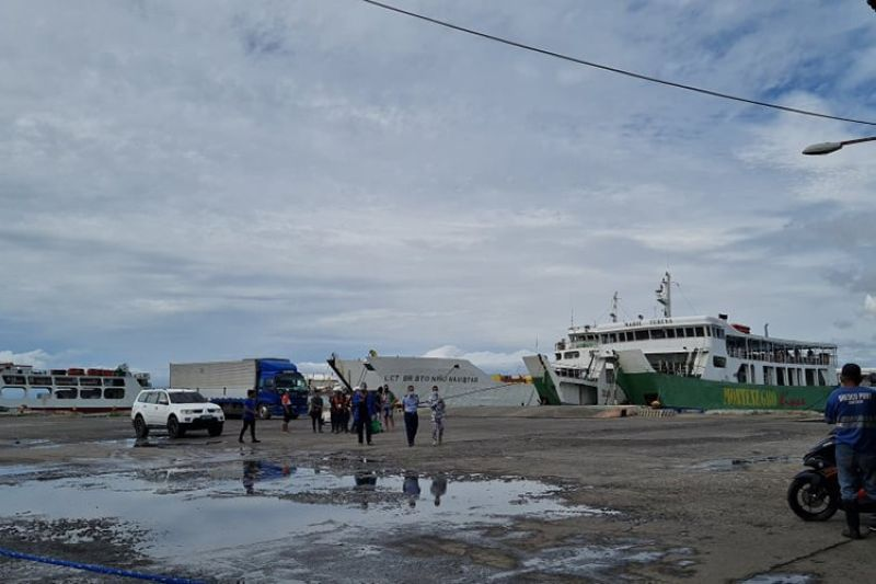 TRAVEL SUSPENSION. Sea travels from Bacolod City and Negros Occidental to  Iloilo are temporarily suspended starting Tuesday, May 25, until May 31, 2021. (Erwin Nicavera photo)