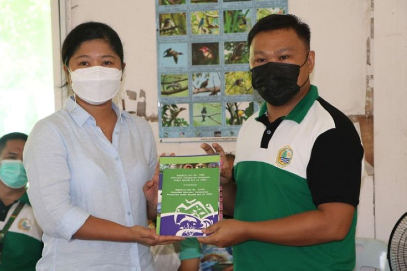 ZAMBOANGA. The administration and management of Turtle Islands Wildlife Sanctuary in the province of Tawi-Tawi are now under the Ministry of Environment, Natural Resources and Energy in the Bangsamoro Autonomous Region in Muslim Mindanao (Menre-Barmm). A Photo handout shows Department of Environment and Natural Resources-Zamboanga Peninsula Executive Director Crisanta Marlene Rodriguez (left) and Menre-Barmm Forest Management Services Director Abdul-Jalil Umngan during the symbolic turnover Sunday, May 23, in Baguan Island, Turtle Island town. (SunStar Zamboanga)