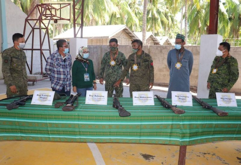 ZAMBOANGA. The municipal officials of Tabuan Lasa, Basilan headed by Mayor Brenda Junaid (3rd, left) signed an agreement Wednesday, May 26, to support the implementation of the small arms and light weapons that seeks to eradicate the proliferation of loose firearms. A photo handout shows Junaid and top military and police officials in a casual conversation after the signing of the agreement in Lanawan village, Tabuan Lasa. (SunStar Zamboanga)