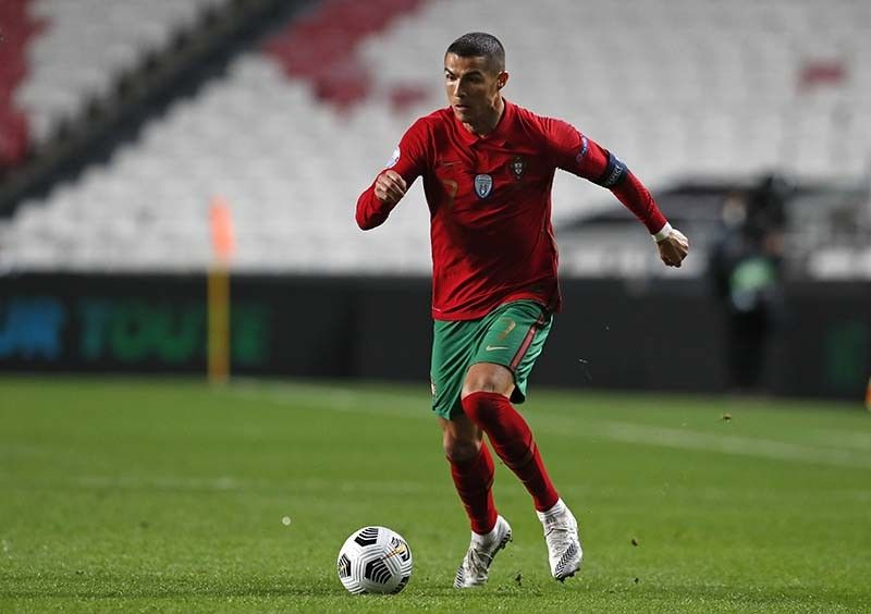 TOP PLAYER. Portugal's Cristiano Ronaldo runs with the ball during the UEFA Nations League soccer match between Portugal and France at the Luz stadium in Lisbon. / AP