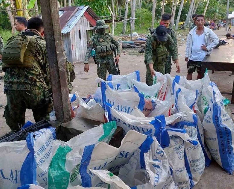 ZAMBOANGA. Policemen arrest a carpenter and seize several bomb-making components in a law enforcement operation Saturday, May 29, at Purok 1 in Pulo Mabao village, Olutanga, Zamboanga Sibugay. A photo handout shows the sacks of ammonium nitrate, which is among the bomb-making components, seized by the police from the suspect. (SunStar Zamboanga)