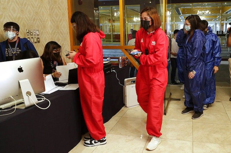 MANILA. Filipino women's volleyball athletes wear protective suits as they arrive at a hotel turned into a temporary Covid-19 vaccination center on Friday, May 28, 2021, in Manila to get the vaccine in preparation for their travel to the Tokyo Olympics and Southeast Asian Games in Vietnam. (AP)