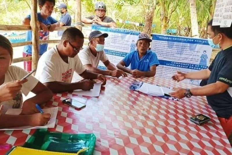 LEARNING. Members of the fisherfolk group Kilusang Pagbabago in Barangay Taba-ao, Tabogon, Cebu learn about simple bookkeeping and accounting from the Bureau of Fisheries and Aquatic Resources 7 - Regional Fisheries Training and Fisherfolk Coordination Division personnel. / FROM BFAR 7 FACEBOOK PAGE