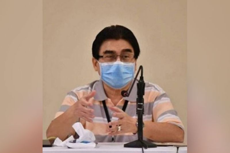 BACOLOD. Mayor Evelio Leonardia signs Executive Order 30, extending the modified general community quarantine in the city from June 1 to 30. (File photo)