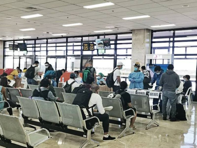 HOME SAFELY. In this file photo, repatriated overseas Filipino workers (OFWs) who were stranded in Manila for weeks arrived in Cebu via the Mactan Cebu International Airport on May 26, 2020. (Contributed photo)