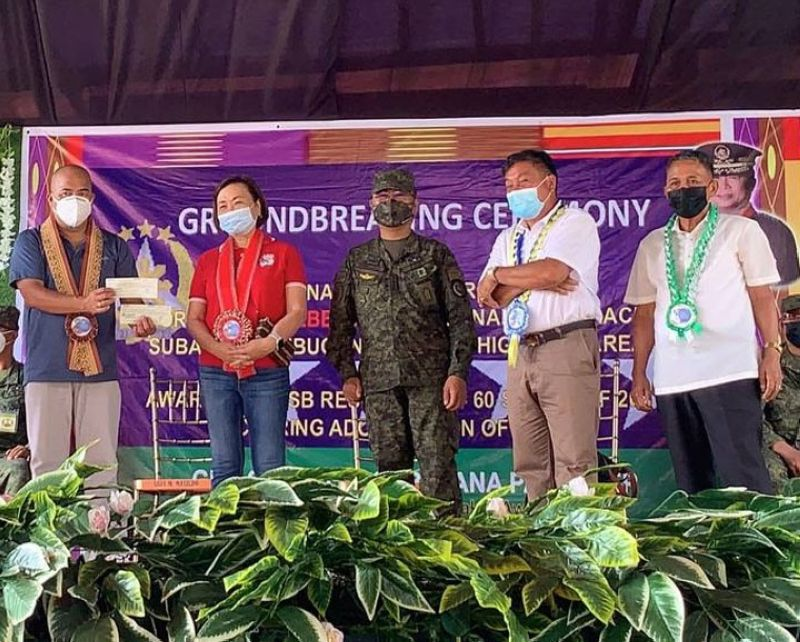 ZAMBOANGA. The National Housing Authority (NHA) releases an initial grant of P30 million for the implementation of a housing project in Godod, Zamboanga del Norte through the Municipal Task Force to End Local Communist Armed Conflict (MTF-Elcac). A photo handout shows an NHA official handing over the check to the MTF-Elcac officials in a recent groundbreaking ceremony graced by General Cirilito Sobejana, Armed Force chief-of-staff (center), signaling the start of the project. (SunStar Zamboanga)