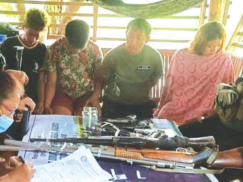 ■GIPROSESO: Ang mga dokumento sa mga dinakpan sa managlahing operasyon sa Philippine Drug Enforcement Agency (PDEA) 8 sa Barangay sa Calbayog City, Samar niadtong Miyerkules, Hunyo 2. / Gikan sa PDEA 8