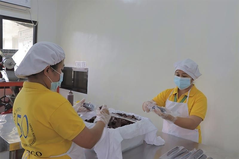 DAVAO. Hired tablea processors of Mampco packing tablea.