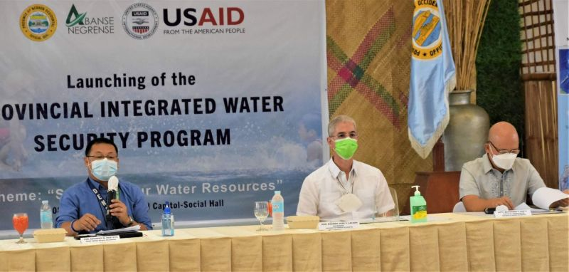 NEGROS. Negros Occidental Governor Eugenio Jose Lacson (center) during the launching of the Provincial Integrated Water Security Program at the Capitol's Social Hall in Bacolod City Tuesday, June 8, 2021. (Richard Malihan)