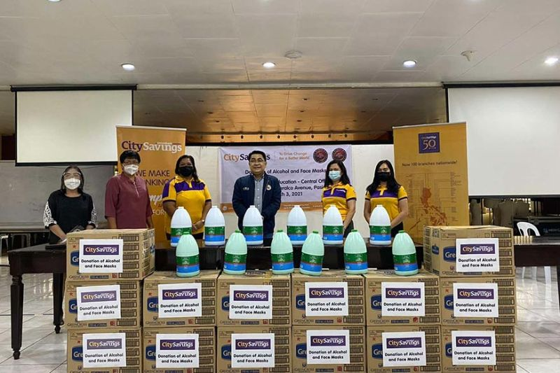 PRIORITIZING SAFETY. Education Undersecretary Tonisito Umali (center) receives the donation of safety and sanitation essentials from CitySavings at the Department of Education central office in Pasig City on March 3, 2021. / CONTRIBUTED