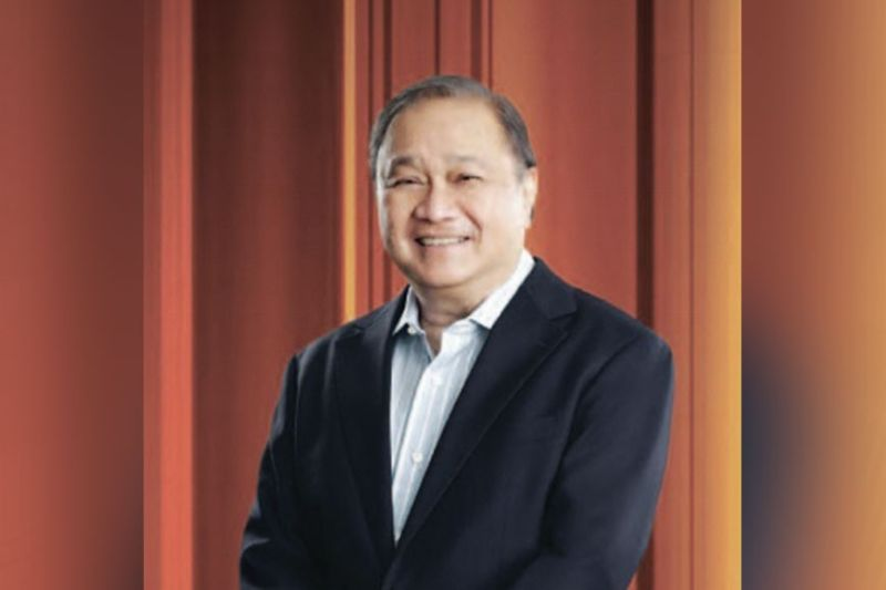 MOVEMENT. Business tycoon Manny Pangilinan had been PLDT's president and chief executive officer (CEO) since 1998. During his stint, the country saw the transformation and progress of PLDT from a mere landline business into an innovative digital and data-driven service provider today. Pangilinan passes these new roles to Alfredo Panlilio, the group's chief revenue officer and the CEO of PLDT's wireless arm Smart Communications. / PLDT