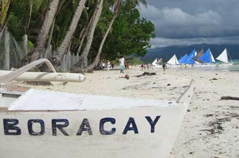 NEGROS OCCIDENTAL. Four Negrense tourists were arrested after attempting to enter Boracay Island with alleged tampered travel certificates. (File photo)