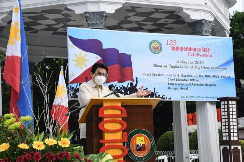 """BACOLOD. City Mayor Evelio Leonardia urges Bacolodnons to unite and support local health measures against Covid-19 """"in order to attain that freedom of well-being"""" during the 123rd Philippine Independence Day commemoration at the Bacolod City Public Plaza Saturday, June 12. (Bacolod City PIO)"""