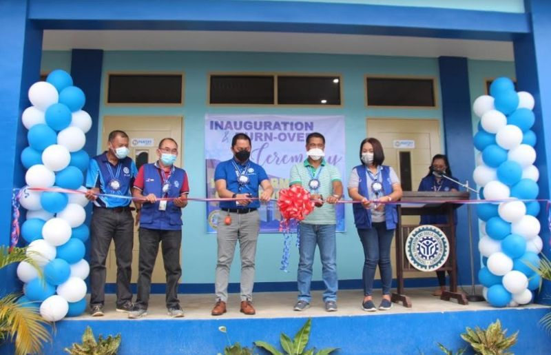 NEGROS OCCIDENTAL. Tesda-Western Visayas Regional Director Jerry Tizon (center), Tesda-Negros Occidental Acting Provincial Director Romelia Nuezca (left) and Provincial Engineer Ernie Mapa (second from right)  led the inauguration and turnover rites of the Provincial Government of Negros Occidental Dormitory and Classroom Building held at the Provincial Training Center at Barangay Cabahug in Cadiz City recently. (Contributed photo)
