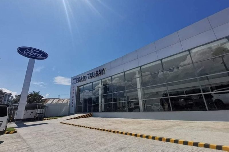 NEW SHOWROOM. Ford Talisay has a total floor area of 1,397 square meters that can accommodate a seven-car showroom display and 11 service bays with provision for future expansion. (Johanna O. Bajenting)y