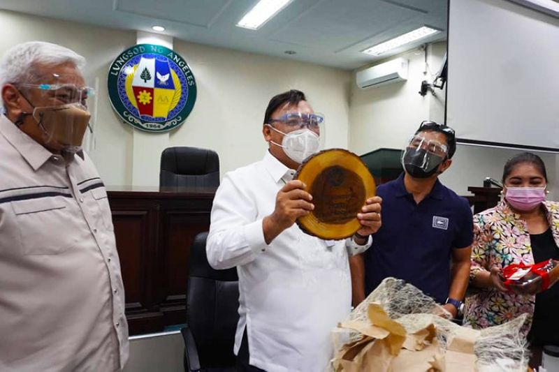 WORLD-CLASS. Presidential Spokesperson Harry Roque admires the Gawang Angeleño products being sold at the One Town One Product (Otop) store of the Angeles City Government. (Angeles City Information Office)