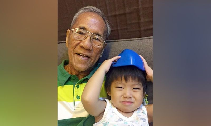 BEST ADVISOR. My dad with his first great grandchild, Tonton. (Photo from Jinggoy Salvador)