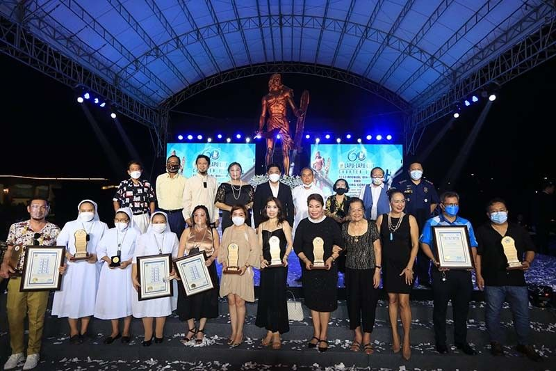 AWARDEES. Lapu-Lapu City Mayor Junard Chan (rear row, fifth from left) joins the city's distinguished personalities and owners of establishments that were honored during the city's 60th Charter Day celebration on Thursday, June 17, 2021.
