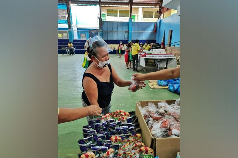 COMMUNAL CHARITY. Business Network International Capital Cebu Chapter and Compassion for Humanity International Group Inc. hold a community pantry at the gymnasium of Lahug Elementary School for 200 families on May 22, 2021. / CONTRIBUTED
