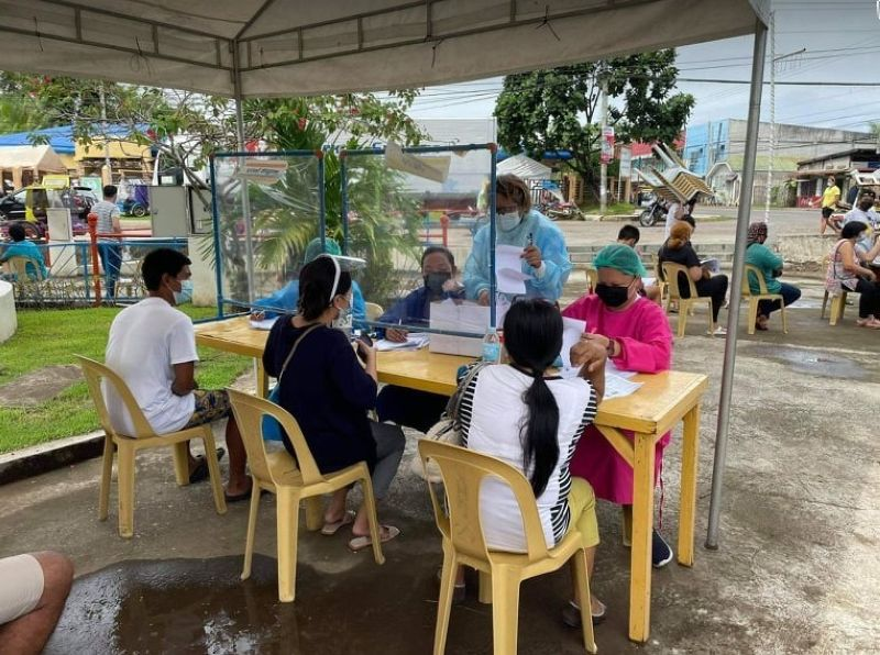 VACCINATION. Himamaylan City conducts mass vaccination after receiving supply of Sinovac Covid-19 vaccines delivered by the Negros Occidental Provincial Government Monday, June 21, 2021. (Capitol photo)