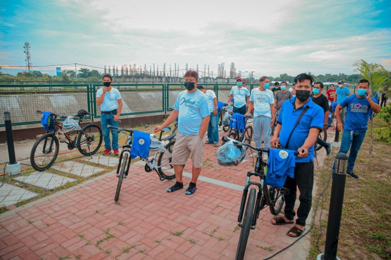 BIKING ADVOCACY CONTINUES. Some 30 Fernandino sector members were given brand new bicycles and safety gears at the New Town Center Park in Barangay Calulut on June 21, 2021, as part of the 'Gift of Life' project of the City Government of San Fernando. (City of San Fernando Information Office)