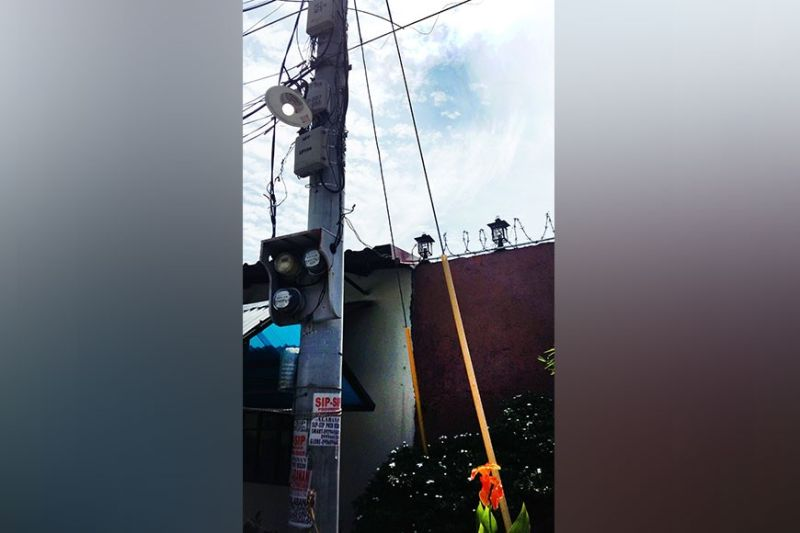 SAVE ELECTRICITY. Consumers in Pampanga and other Central Luzon utilities are urged to save electricity and turn off unused lights like this one which was still on even if it was already noontime. (JTD)