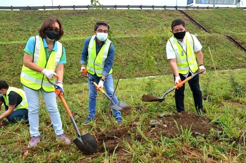 GREENING. DENR-NCR Regional Executive Director Jacqueline Caancan, Deputy Speaker and Valenzuela City Second District Representative Eric Martinez, and NLEX Corporation President and General Manager J. Luigi Bautista during the recent tree planting activity at the Harbor Link Interchange. (Contributed photo)
