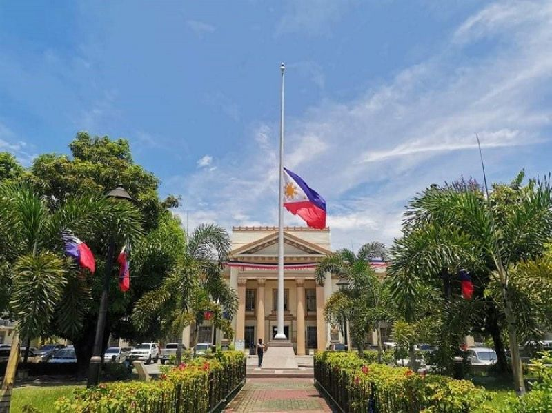 TRIBUTE TO PNOY. The flag at the Provincial Capitol of Pampanga flies half-mast as the country mourns the death of former President Benigno