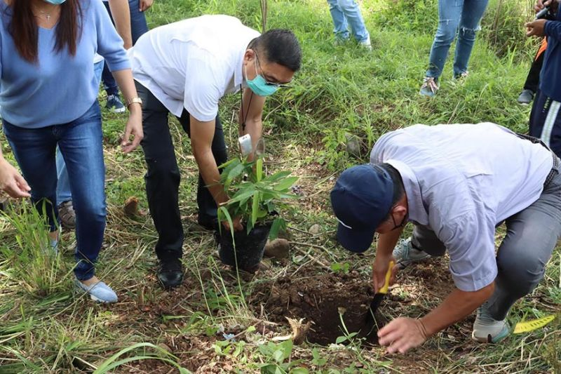 The Department of Environment and Natural Resources in Central Luzon led by executive director Paquito Moreno, Jr., partnered on June 23, 2021 with the local government unit of Hermosa in Bataan to propagate bamboo species and establish a 1.7-hectare bambusetum and bamboo nursery to further help boost the rehabilitation of Manila Bay and to stabilize river banks. (Photo courtesy of DENR)