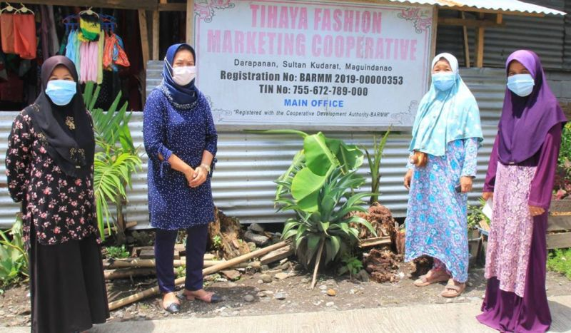 ZAMBOANGA. The Cooperative and Social Enterprise Authority announces that the province of Maguindanao has the highest number of registered cooperatives among the provinces across the Bangsamoro Autonomous Region in Muslim Mindanao (Barmm). A photo handout shows the officers of the Tihaya Fashion Marketing Cooperative, one of the cooperatives in Maguindanao, posing for posterity photo. (SunStar Zamboanga)