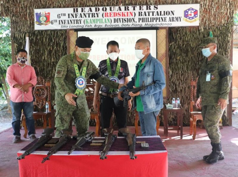 ZAMBOANGA. Six members of the Bangsamoro Islamic Freedom Fighters (BIFF) have pledged allegiance to the government after their surrender Monday, June 28, 2021, to authorities in Datu Piang, Maguindanao. A photo handout shows military and government officials check the high-powered firearms the six BIFF surrenderers have turned over to them. (SunStar Zamboanga)