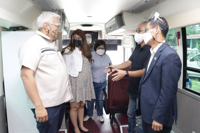 MOBILE VAX BUS. Angeles City Mayor Carmelo Lazatin Jr., Chief Adviser IC Calaguas, and Executive Assistant IV Reina Manuel with members of the city's Korean Community inspect the mobile bus that will be deployed in carrying out house-to-house vaccination of 462 bedridden seniors. (Angeles City Information Office)