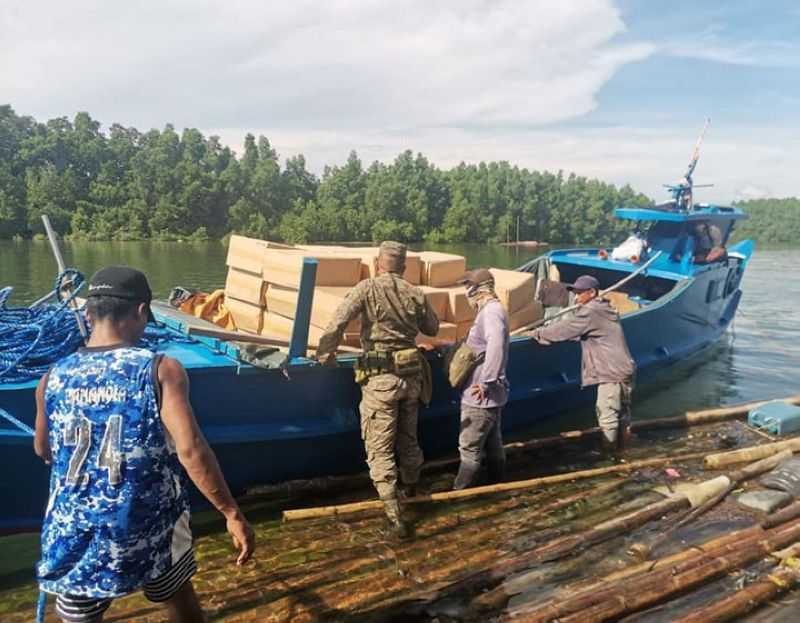 ZAMBOANGA. Troops of the 74th Infantry Battalion intercept Wednesday, June 30, a motorboat carrying smuggled cigarettes and eight persons without negative swab test results in Tictapul village, Zamboanga City. A photo handout shows a soldier checks on the cargo of the motorboat. (SunStar Zamboanga)