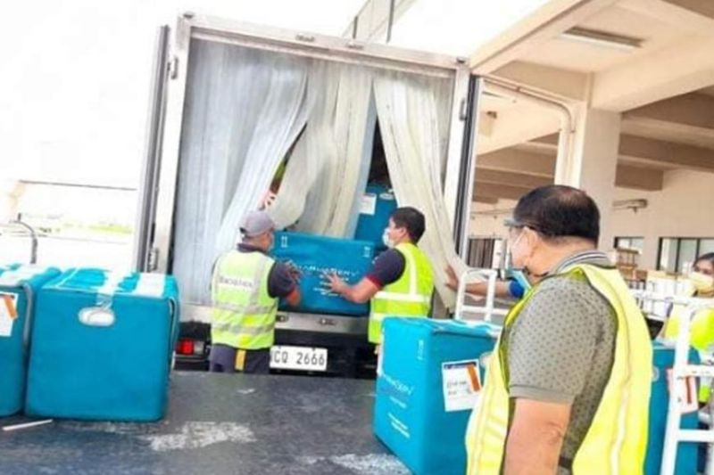 BACOLOD. Additional 42,800 vials of Sinovac Covid-19 vaccines arrive Wednesday at the Bacolod Silay Airport for Negros Occidental and Bacolod City. (Caap-Bacolod photo)