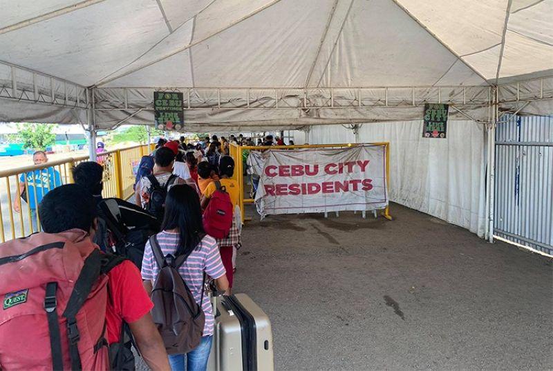 CEBU. Passengers lining up for screening at the Cebu City port. (Laureen Mondonedo-Ynot)