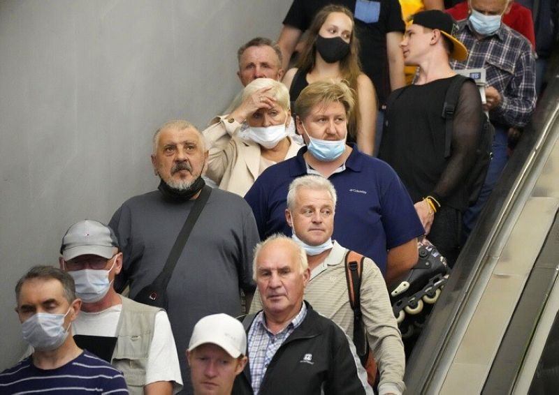 VIRUS OUTBREAK EUROPE. In this June 29, 2021, file photo, people ride the escalator in the subway amid the ongoing Covid-19 pandemic in St. Petersburg, Russia. Countries across Europe are scrambling to accelerate coronavirus vaccinations to outpace the spread of the delta variant in a high-stakes race to prevent hospital wards from filling up again with patients fighting for their lives. Daily new case numbers are already climbing sharply in countries like the United Kingdom, Portugal and Russia. (AP Photo/Dmitri Lovetsky, File)