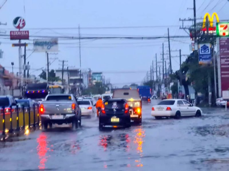 PAMPANGA. Heavy rains on Friday, July 2, 2021, caused flash flooding and zero visibility in some areas in Pampanga, making it hard for motorists and commuters alike in areas like the MacArthur Highway in Barangay Sindalan, City of San Fernando, Pampanga. (Chris Navarro)