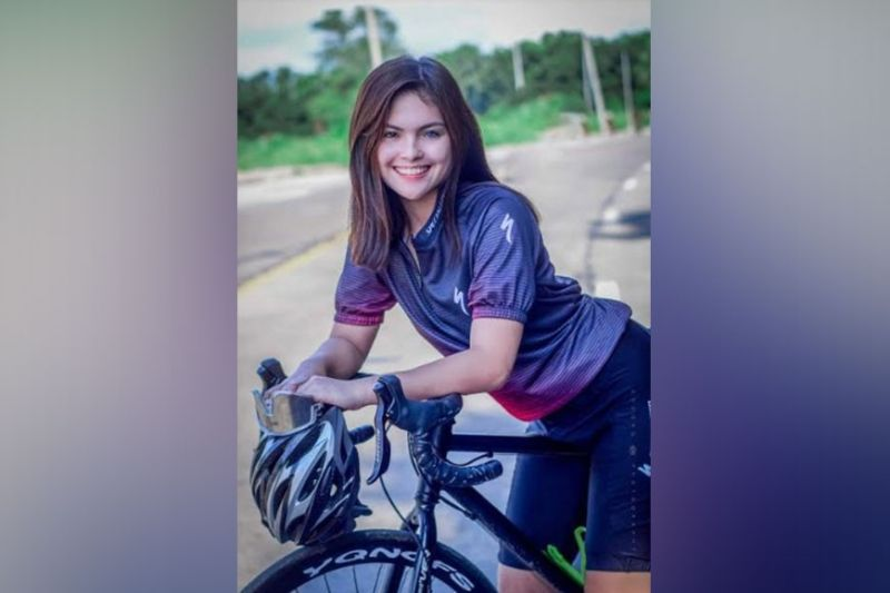 NEGROS. Julia Gwynyth Ostan spotted biking in the highlands of Bacolod City. (Dodong Photography)