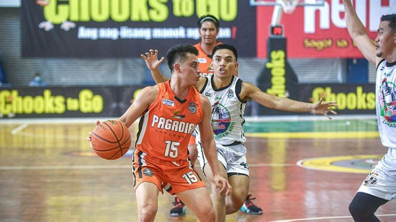 ZAMBOANGA. Keanu Cabalerro tries to get past the Roxas defense in their game on Thursday afternoon. (VisMin Cup)