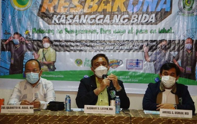 ZAMBOANGA. The Ministry of Health in the Bangsamoro Autonomous Region in Muslim Mindanao (MOH-Barmm) has administered some 100,100 vaccine jabs against coronavirus disease 2019 (Covid-19) in the region. A photo handout shows Dr. Bashary Latiph, MOH minister (center), announcing in a press conference Friday, July 9, that 71,846 from the four priority groups received their first dose while 28,254 got their second dose. (SunStar Zamboanga)