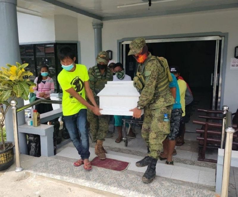 ZAMBOANGA. The Municipal Task Force to End Local Communist Armed Conflict (MTF-Elcac) of Dumingag, Zamboanga del Sur and the Philippine Army facilitate the transport of the remains Ka An-an, a member of the New People's Army killed in a clash with 97th Infantry battalion troops in Sergio Osmeña, Zamboanga del Norte. A photo handout shows village officials and soldiers carrying An-an's remains from a funeral parlor to her home in San Pablo, Dumingag. (SunStar Zamboanga)