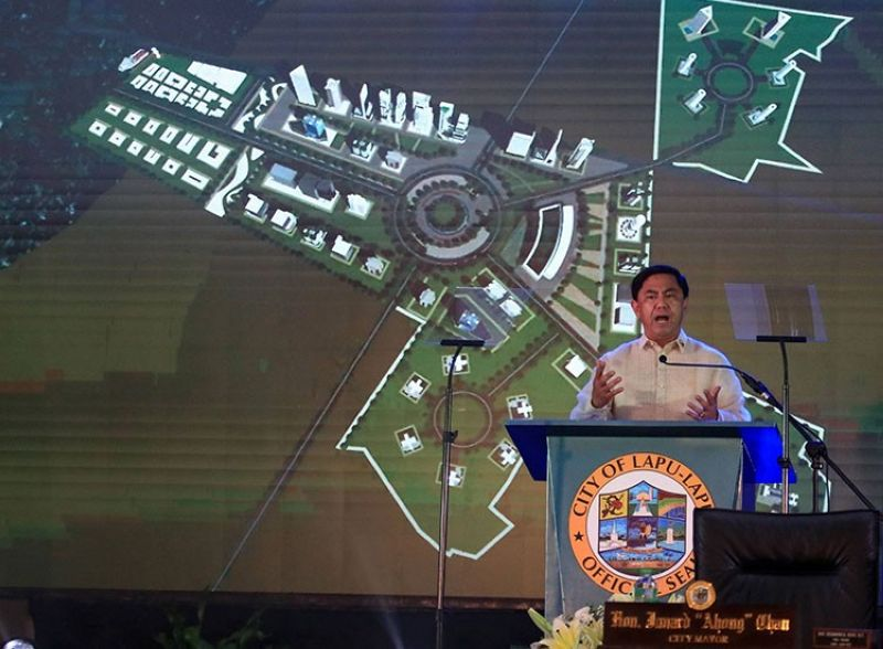CEBU. Lapu-Lapu City Mayor Junard Chan delivers his State of the City Address (Soca) Thursday night, July 8, 2021. (Alan Tangcawan)