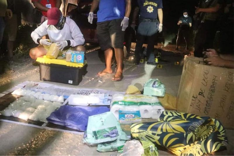 CEBU. Illegal drugs and other items were seized from two suspects who were killed in a drug bust in Barangay Mambaling, Cebu City Thursday night, July 8, 2021. (Amper Campana)