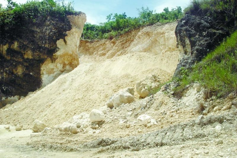 CONCERN. The Cebu Chamber of Commerce and Industry is worried about the proposal to impose taxes on ordinary stones, sand, gravel, earth and other quarry resources extracted on public lands, and processed in the territorial jurisdiction of the province. (SunStar file)