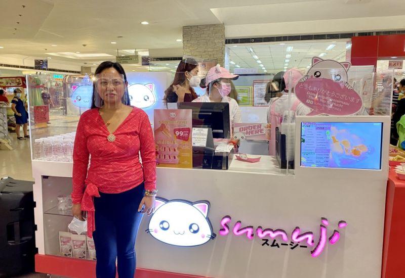 HEALTHY, NATURAL DRINK. Entrepreneur Roselynn Nerbia brings to Cebu Sumuji, offering Japan-inspired healthy smoothies and desserts in SM City Cebu. / KATLENE O. CACHO-LAUREJAS