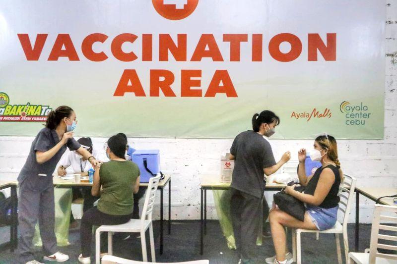 LAING SITE: Ang Siyudad sa Sugbo mibukas og laing vaccination site sa Lunes sa buntag, Hulyo 12, 2021, sa Ayala Center Cebu. / AMPER CAMPAÑA