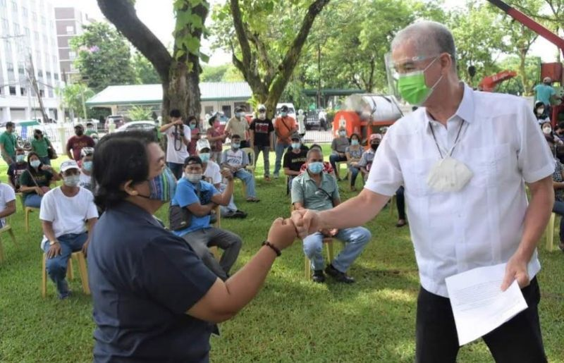 NEGROS. DA-Western Visayas Executive Director Remelyn Recoter (left) and Governor Eugenio Jose Lacson lead the distribution of machinery and cash incentives to farmers in the province at the Provincial Capitol grounds in Bacolod City on July 13, 2021. (Capitol Photo)